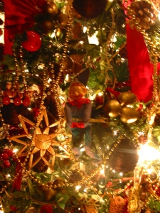 Note the more homespun ornaments.